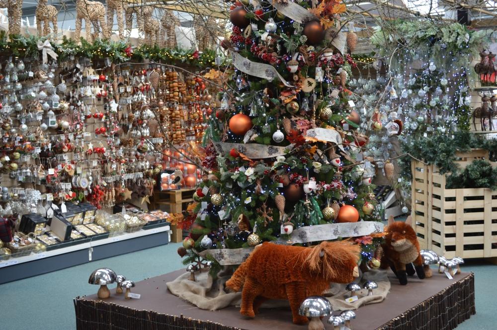 OTTER Christmas shop 2.JPG
